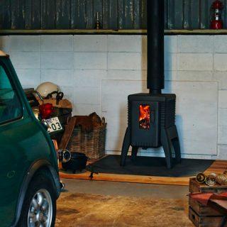ガレージに薪ストーブ